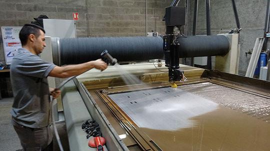 machine découpe jet eau omax