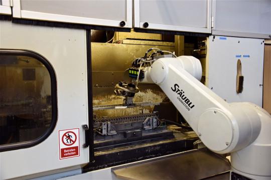 robot chargement centre usinage staubli